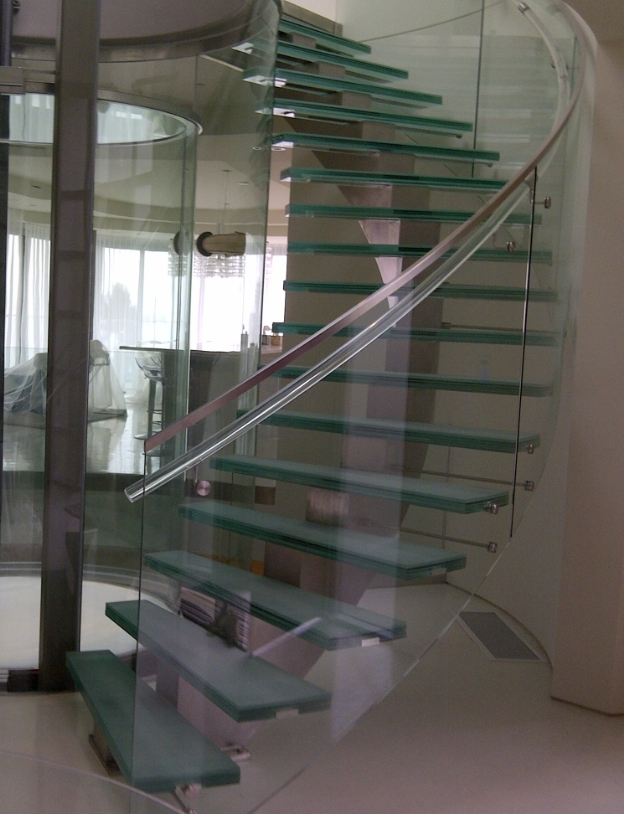 Curved StairsContinuous curved stairs allow for grand feature stairs with sweeping steps.